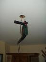Et une perceuse coincée dans le plafond, une! -- Cliquez pour voir l'image en entier